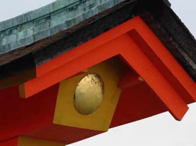 厳島神社の大鳥居の秘密「建築構造と月と太陽の紋章の意味・由来・歴史」