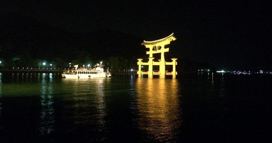 宮島の「参拝遊覧船」で大鳥居をくぐる!