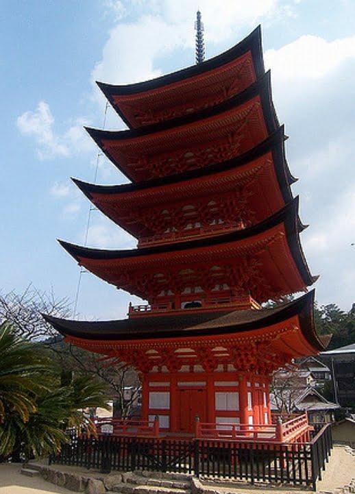 厳島神社・五重塔-