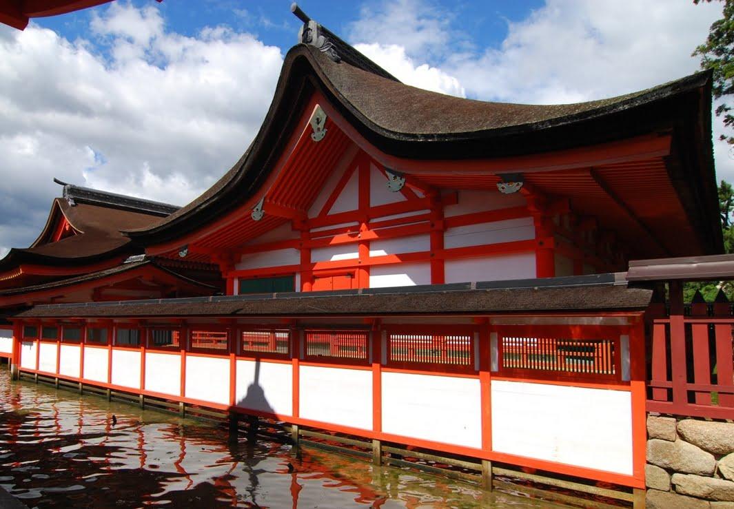 厳島神社・本殿-